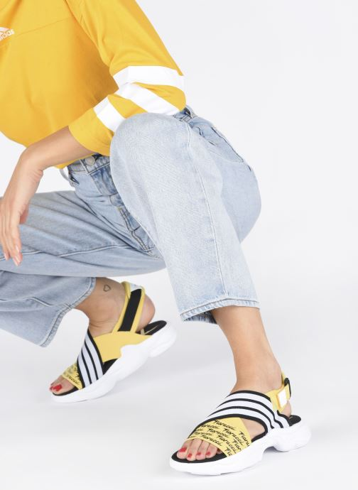 Sandalias adidas originals Magmur Sandal W Amarillo vista de abajo