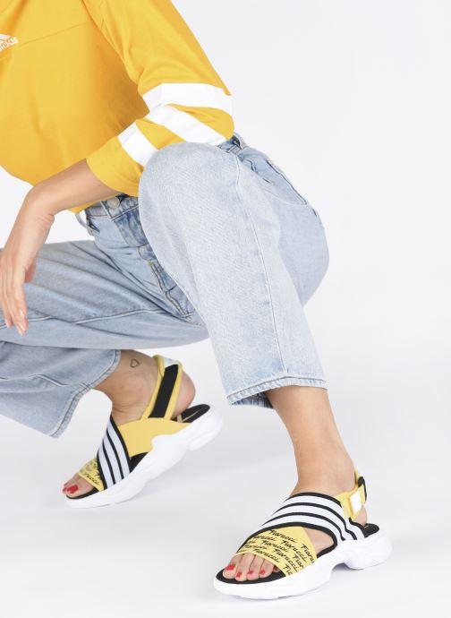 Sandali e scarpe aperte adidas originals Magmur Sandal W Giallo immagine dal basso