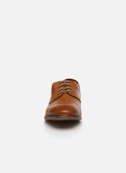 Chaussures à lacets Base London WARBY Marron vue portées chaussures