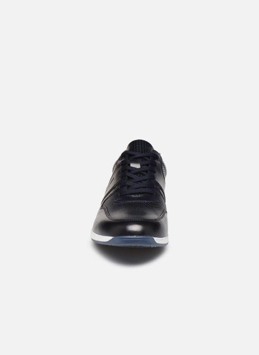 Sneakers Base London DAKOTA Azzurro modello indossato