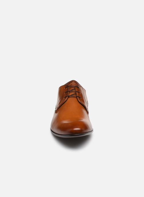 Chaussures à lacets Base London DANSEY Marron vue portées chaussures
