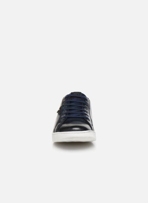 Sneakers Base London BUZZ Azzurro modello indossato