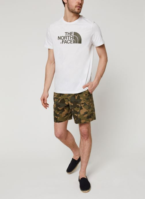 Vêtements The North Face Easy Tee Blanc vue bas / vue portée sac