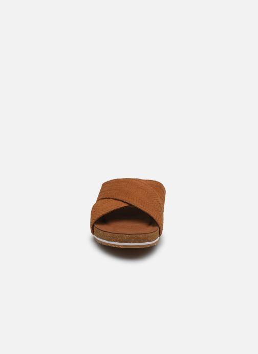Zoccoli Timberland Malibu Waves Cross Slide Marrone modello indossato