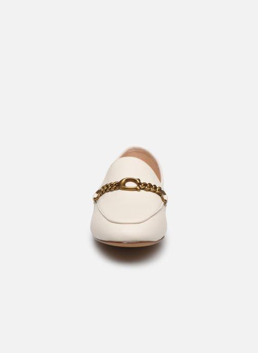 Mocasines Coach Helena C Chain Loafer- Leather Blanco vista del modelo