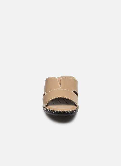 Mules et sabots Pédiconfort Paula - Mules extra-larges en cuir Beige vue portées chaussures