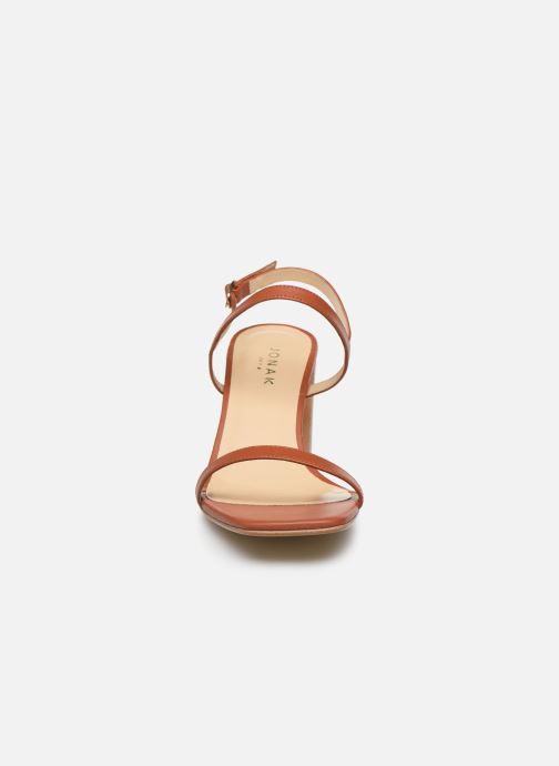 Sandali e scarpe aperte Jonak VACUNA Marrone modello indossato