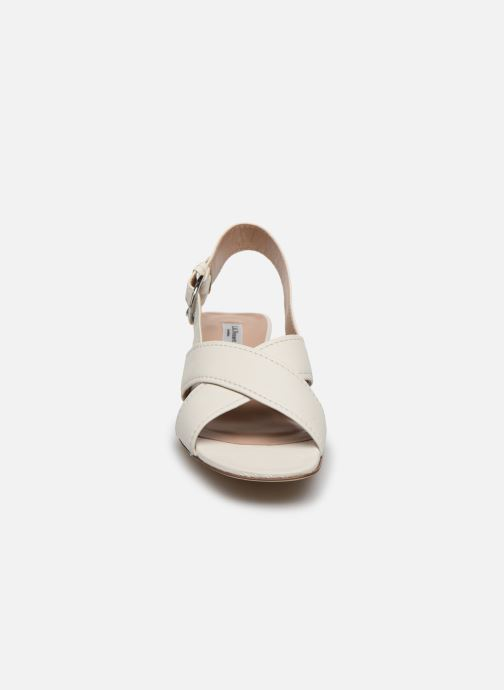 Sandales et nu-pieds L.K. Bennett NOAH Blanc vue portées chaussures