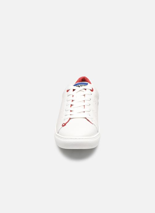 Deportivas Levi's Vernon Sportwear S. Blanco vista del modelo