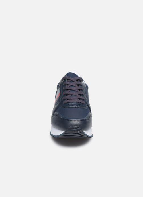 Baskets Tommy Hilfiger ACTIVE CITY SNEAKER Bleu vue portées chaussures
