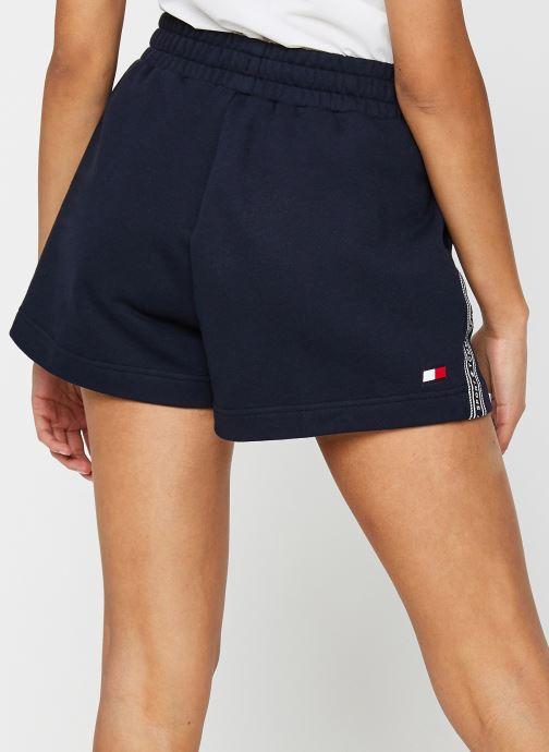 """Vêtements Tommy Sport 3"""" Printed Short Bleu vue portées chaussures"""