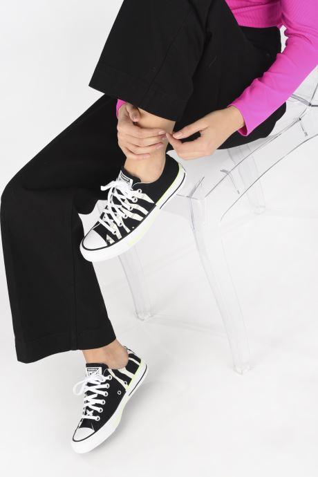Sneaker Converse Chuck Taylor All Star Sun Blocked Ox schwarz ansicht von unten / tasche getragen