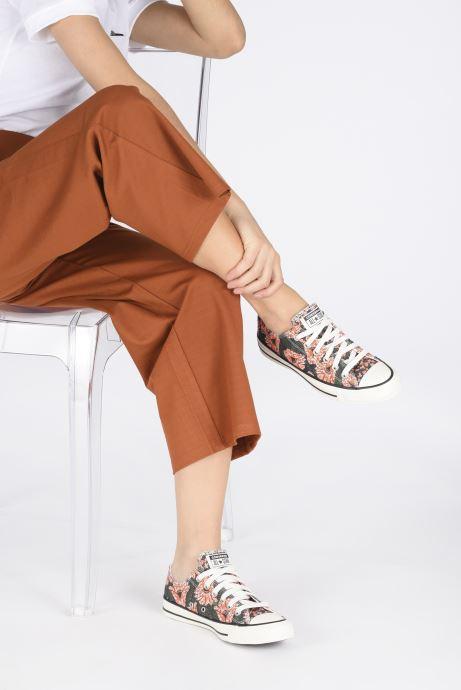 Sneaker Converse Chuck Taylor All Star Sunblocked Floral Ox mehrfarbig ansicht von unten / tasche getragen