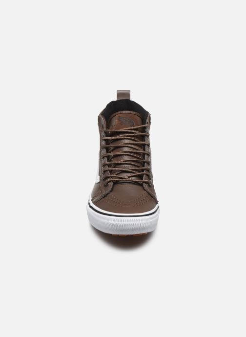 Sneakers Vans UA SK8-Hi MTE W Marrone modello indossato