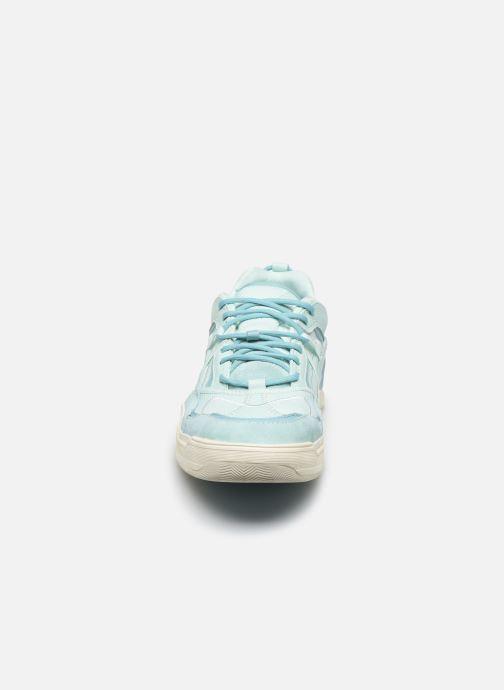 Sneakers Vans UA Varix WC Azzurro modello indossato