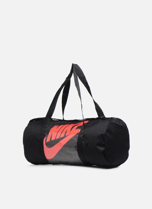 Borsa da palestra Nike Nk Heritage Duffle - Mtrl Nero modello indossato