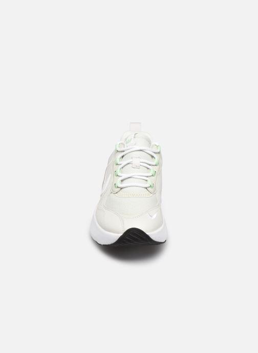 Sneakers Nike W Air Max Verona Beige modello indossato