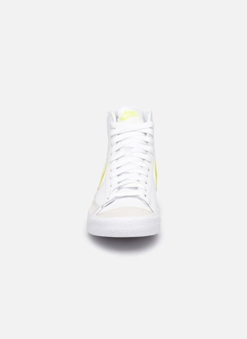 Baskets Nike Wmns Nike Blazer Mid '77 Blanc vue portées chaussures
