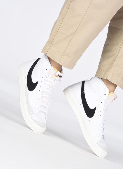 Sneaker Nike W Blazer Mid '77 weiß ansicht von unten / tasche getragen