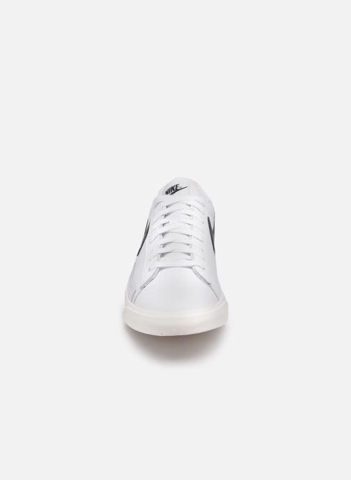 Baskets Nike Blazer Low Leather Blanc vue portées chaussures