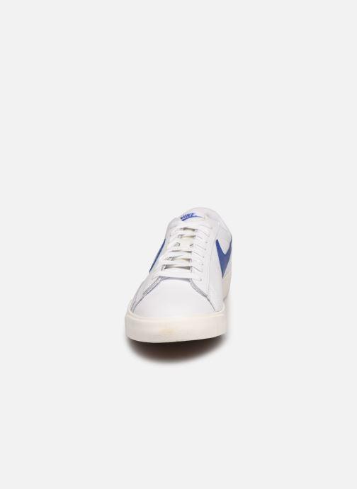 Sneakers Nike Blazer Low Leather Bianco modello indossato