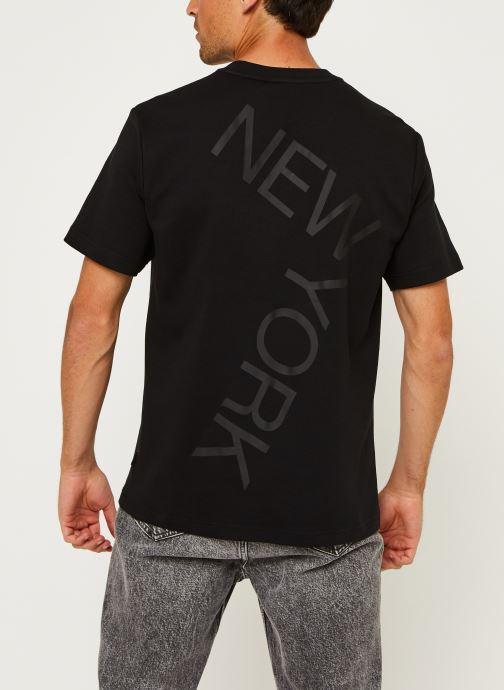 Kleding Calvin Klein Bold Logo Relax T-Shirt Zwart model