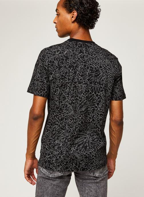 Kleding Calvin Klein Allover Print Camo Lines T-Shirt Zwart model