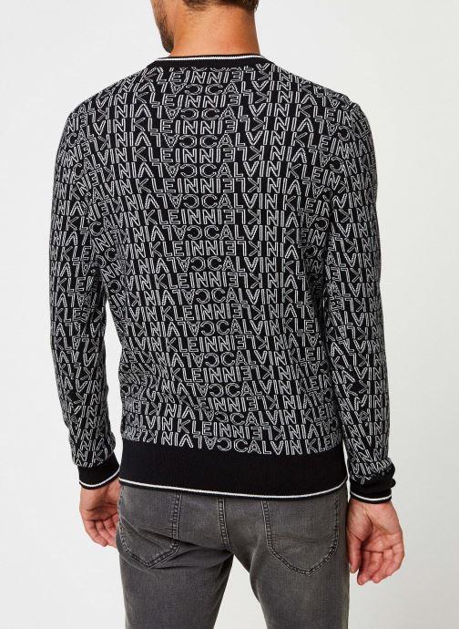 Kleding Calvin Klein All Over Jacquard Logo Sweater Zwart model