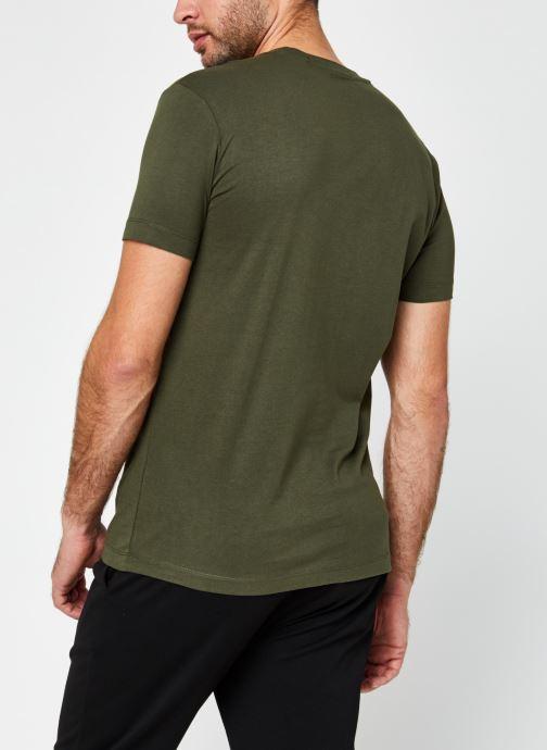 Vêtements Calvin Klein Jeans Institutional Chest Logo Ss Tee Vert vue portées chaussures