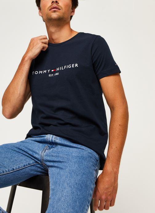 Vêtements Tommy Hilfiger Core Tommy Logo Tee Bleu vue détail/paire
