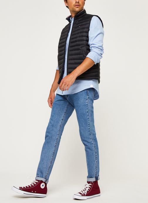Vêtements Tommy Hilfiger Core Packable Down Vest Noir vue bas / vue portée sac