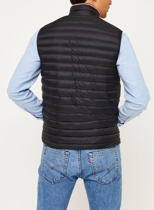 Vêtements Tommy Hilfiger Core Packable Down Vest Noir vue portées chaussures