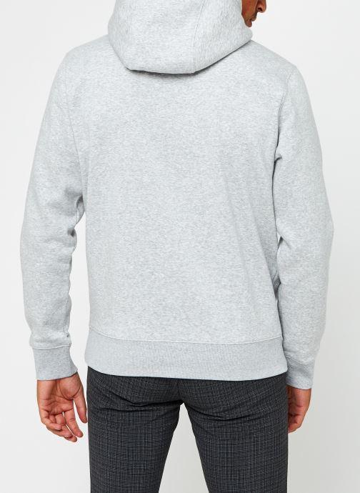 Vêtements Tommy Jeans TJM Regular Fleece Hoodie Gris vue portées chaussures