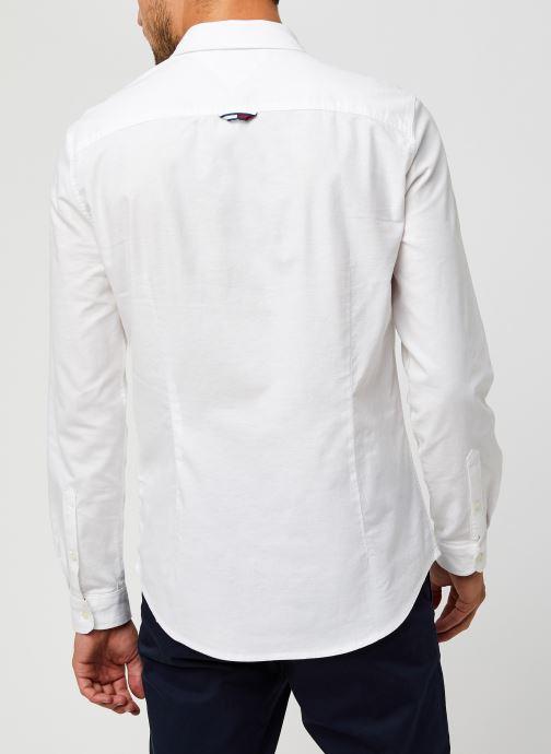 Vêtements Tommy Jeans TJM Slim Stretch Oxford Shirt Blanc vue portées chaussures