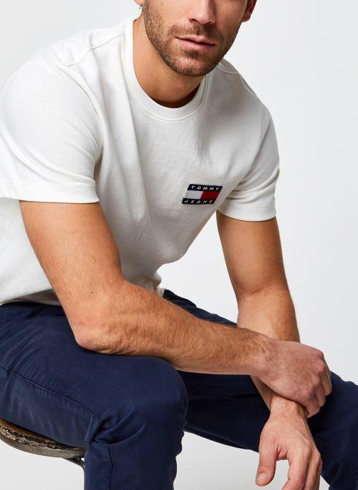 Vêtements Tommy Jeans TJM Tommy Badge Tee Blanc vue détail/paire