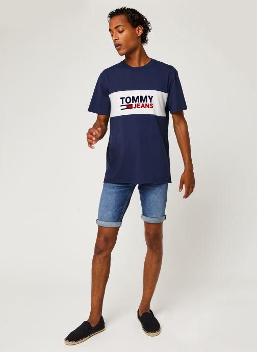 Vêtements Tommy Jeans TJM Pieced Band Logo Tee Bleu vue bas / vue portée sac