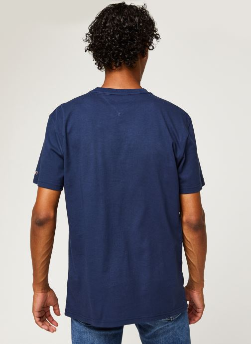 Vêtements Tommy Jeans TJM Pieced Band Logo Tee Bleu vue portées chaussures