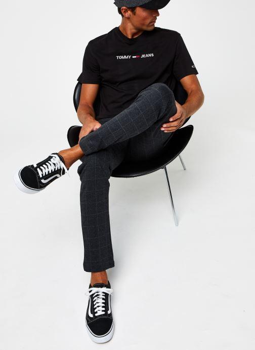 Vêtements Tommy Jeans TJM Straight Logo Tee Noir vue bas / vue portée sac