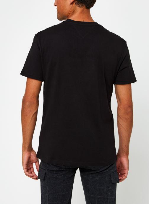 Vêtements Tommy Jeans TJM Straight Logo Tee Noir vue portées chaussures