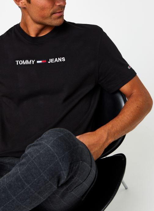 Vêtements Tommy Jeans TJM Straight Logo Tee Noir vue détail/paire