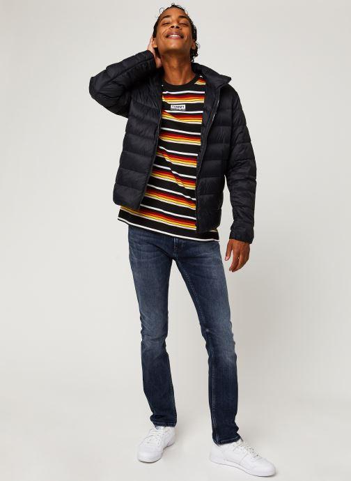 Vêtements Tommy Jeans TJM Packable Light Down Jacket Noir vue bas / vue portée sac