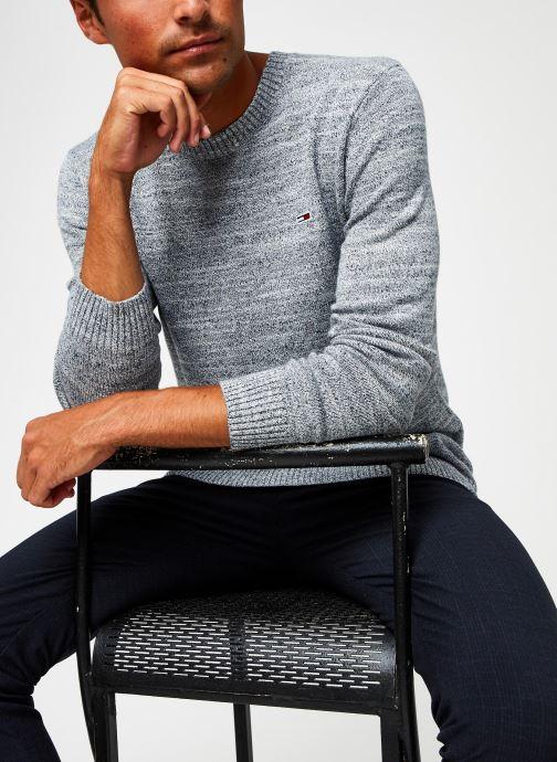 Vêtements Tommy Jeans TJM Essential Texture Sweater Gris vue détail/paire