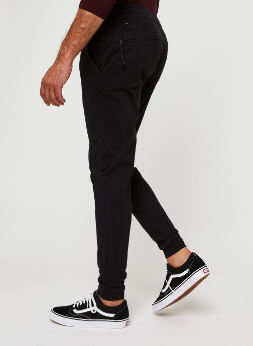Vêtements Dockers Smart Supreme Flex - Jogger Noir vue portées chaussures