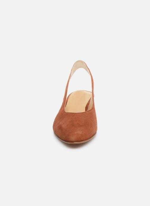 Zapatos de tacón Anne Thomas Michèle Slingback Marrón vista del modelo