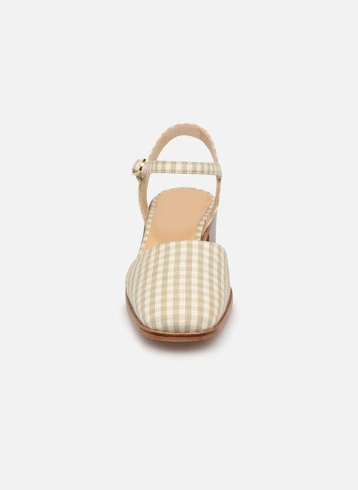 Sandalen Anne Thomas Morris Buckle beige schuhe getragen