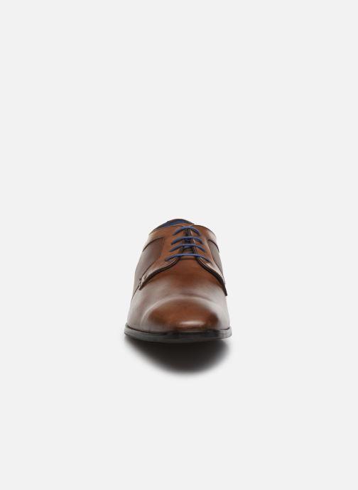 Scarpe con lacci Azzaro AVIOLINE Marrone modello indossato