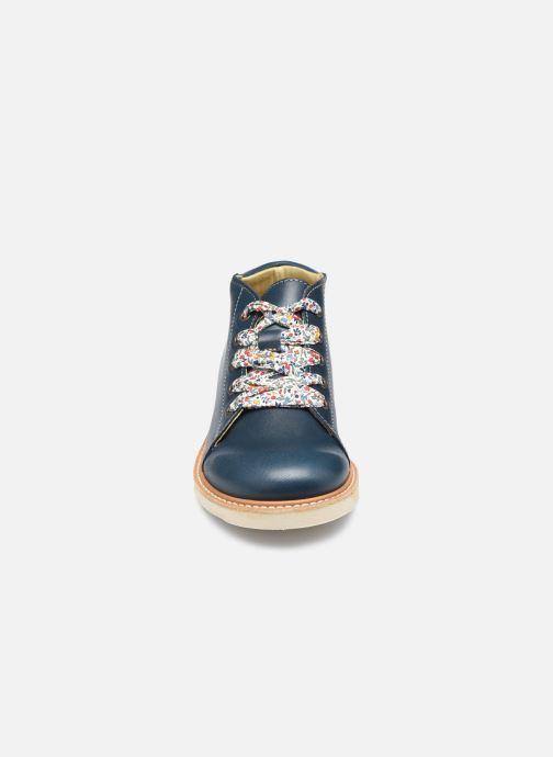 Zapatos con cordones Young Soles Hattie Azul vista del modelo