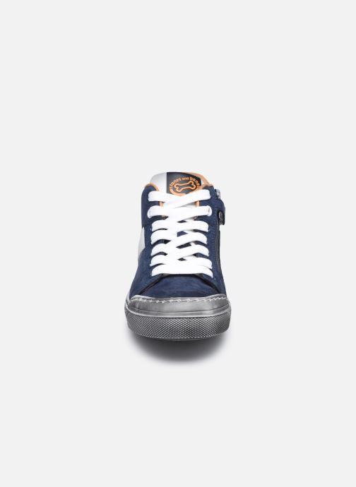 Sneakers Stones and Bones Gosty Azzurro modello indossato