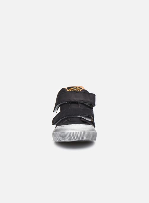Sneakers Stones and Bones Giorg Nero modello indossato