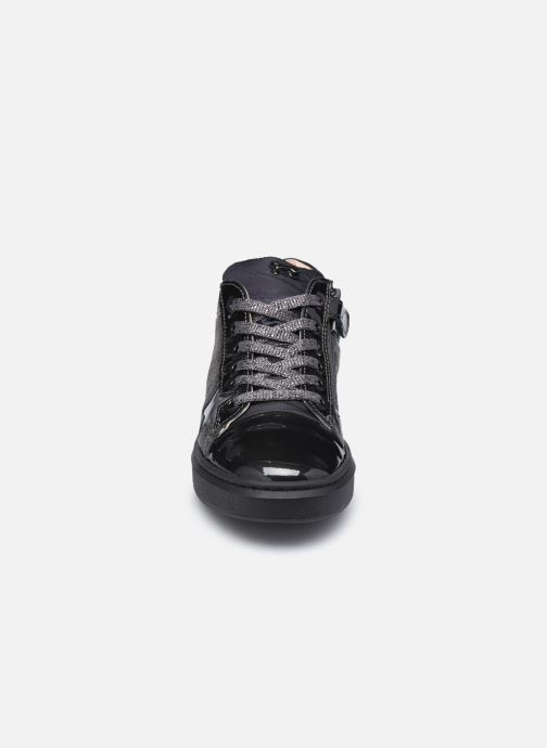 Sneakers Stones and Bones Royse Nero modello indossato
